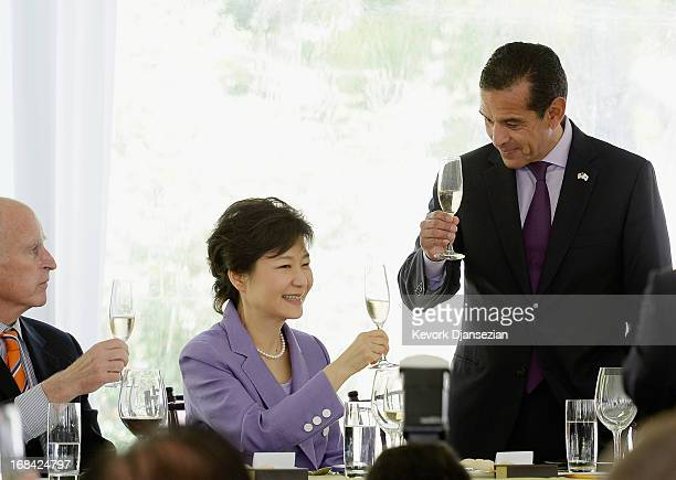 South Korean President Park Geunhye shares a champagne toast with California Governor Jerry Brown and Los Angeles Mayor Antonio Villaraigosa during a...