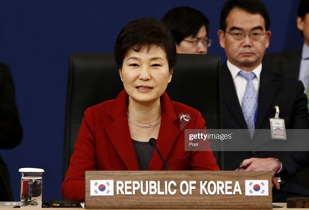 South Korean President Park Geun-Hye, talks with Japanese Prime Minister Shinzo Abe (not pictured) and Chinese Prime Minister Li Keqiang (not pictured) during their trilateral summit at the presidential Blue House on November 1, 2015 in Seoul, South Korea. President <a gi-track='captionPersonalityLinkClicked' href=/galleries/search?phrase=Park+Geun-hye&family=editorial&specificpeople=603075 ng-click='$event.stopPropagation()'>Park Geun-hye</a>, Japanese Prime Minister Shinzo Abe and Chinese Premier Li Keqiang gathered in Seoul to hold a trilateral summit for the first time in three years. The issues to be discussed include the trilateral free trade agreement, perceptions on wartime history, and territorial disputes.