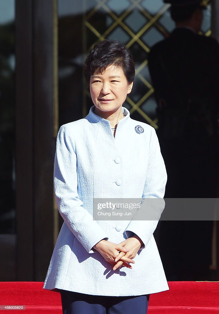 South Korean President Park Geun-Hye waits for King Willem-Alexander of The Netherlands and Queen Maxima of The Netherlands during a welcoming ceremony held at the presidential Blue House on November 3, 2014 in Seoul, South Korea. King Willem-Alexander Of Netherland is visiting South Korea from November 2 until November 4.