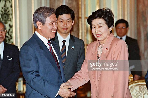 South Korean President Roh TaeWoo shakes hands with Chairwoman of the Japan Socialist Party Takako Doi at the Akasaka State Guesthouse in Tokyo 24...