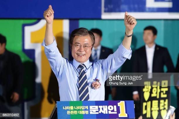South Korean presidential candidate Moon Jaein of the Democratic Party of Korea cheer during a presidential election campaign on May 8 2017 in Seoul...