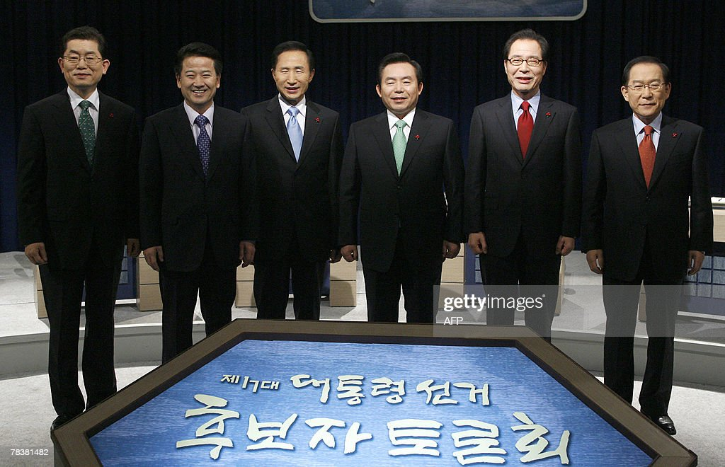 South Korean presidential candidates pose before a televised debate in Seoul 11 December 2007. The candidates are (R-L) Independent candidate Lee Hoi-Chang, Kwon Young-Ghil of the Democratic Labor Party, Rhee In-Je of the Democratic Party, Lee Myung-Bak of the conservative main opposition Grand National Party, Chung Dong-Young of the pro-government United New Democratic Party and Moon Kook-Hyun of the Creative Korea Party. The letters on the board read 'Debate for Presidential Election'. South Korean presidential frontrunner Lee Myung-Bak, whose ratings have risen since he was cleared of a financial scandal, is aiming not just to win but to win big in this month's election. Lee aims to collect more than 50 percent of the vote on 19 December to secure public support for his planned reforms, spokesman Kim Heon-Jin told. AFP PHOPTO / Jo Yong-Hak / POOL