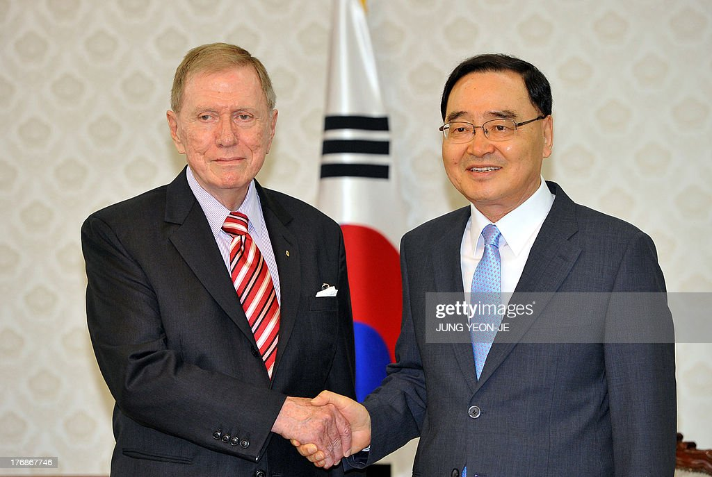 South Korean Prime Minister Chung Hong-Won (R) shakes hands with Michael Kirby (L), chairman of the Commission of Inquiry on Human Rights in North Korea, during their meeting at the government office in Seoul on August 19, 2013. Members of the United Nations-mandated commission looking into the human rights situation in North Korea are in Seoul to begin a series of public hearings aimed at gathering information from North Korean defectors and other witnesses.