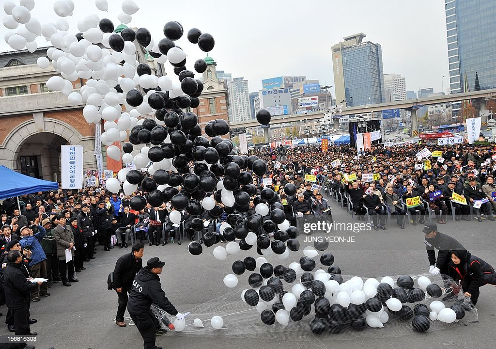 South Korean protestors release balloons during an anti-Pyongyang rally in Seoul on November 22, 2012, one day before the second anniversary of the shelling on Yeonpyeong island near the disputed Yellow Sea border. North Korea has threatened to repeat its 2010 artillery attack on a border island, as South Korea prepares to mark on November 23 the second anniversary of the shelling that left four dead.