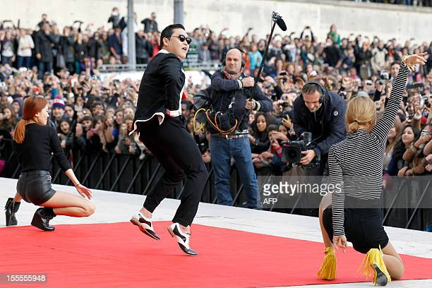 South Korean rapper Park JaeSang also known as Psy performs 'Gangnam Style' in front of a crowd during a flashmob on November 5 2012 in Paris The...
