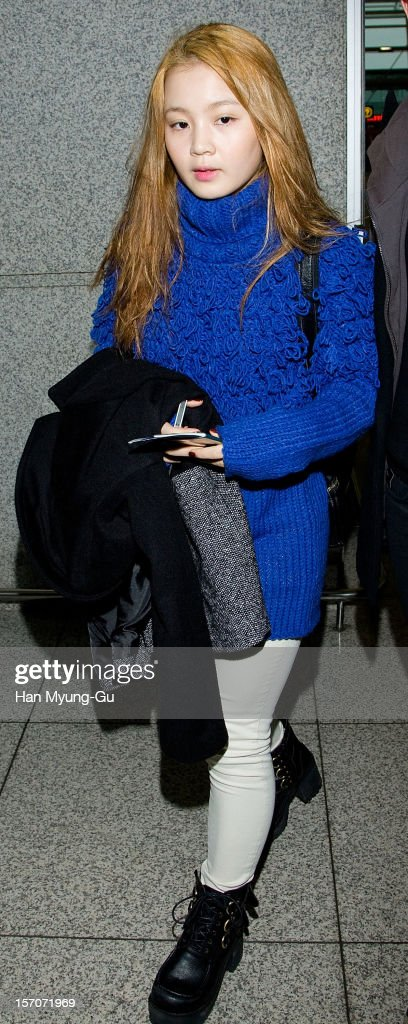 South Korean singer Lee Hi is seen at Incheon International Airport on November 28, 2012 in Incheon, South Korea.