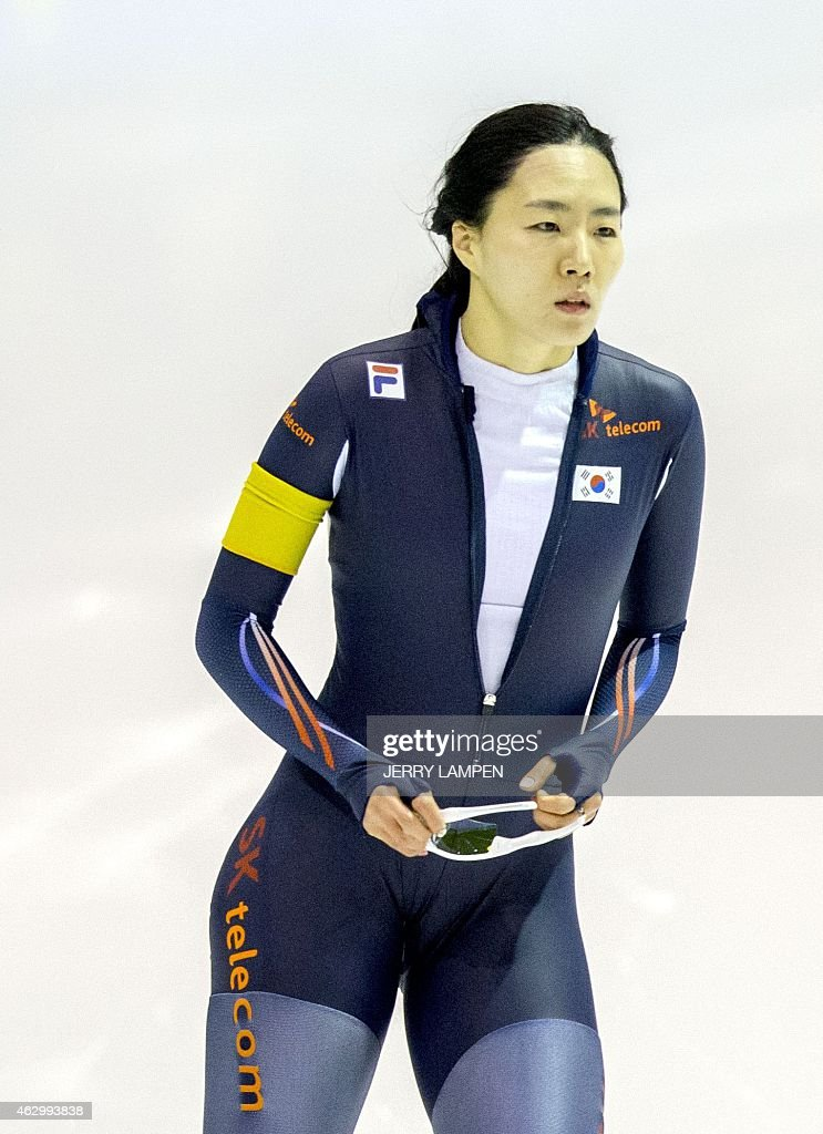 South Korean skater Sang-Hwa Lee reacts after the women's 500 m competition at the ISU Speed Skating World Cup in Heerenveen on February 8, 2015. AFP PHOTO / ANP / JERRY LAMPEN ** netherlands out **