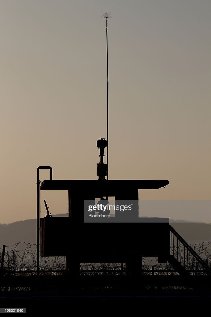 A South Korean soldier guards a post near the demilitarized zone (DMZ) in Paju, South Korea, on Wednesday, Dec. 12, 2012. North Korea fired a rocket that placed a satellite into orbit, defying international sanctions and showcasing the nuclear-armed totalitarian regime's progress in ballistic missile technology. Photographer: SeongJoon Cho/Bloomberg via Getty Images