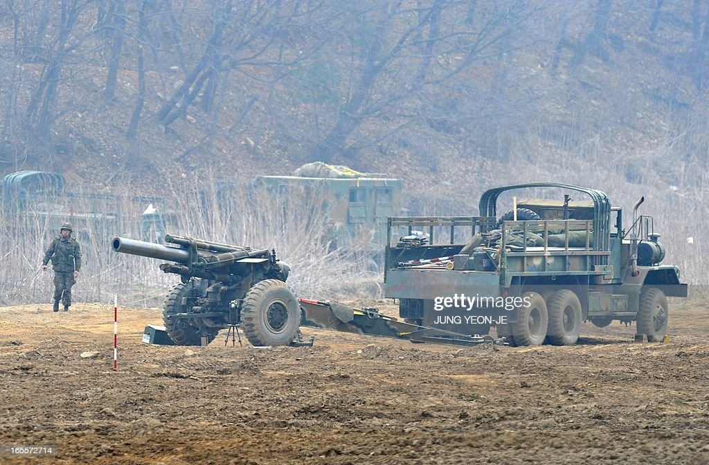 South Korean soldiers man a cannon at a military training field in the border city of Paju on April 5, 2013. The United States said it was taking 'all necessary precautions' after North Korea rang fresh alarms in an escalating crisis by moving a medium-range missile to its east coast. AFP PHOTO / JUNG YEON-JE