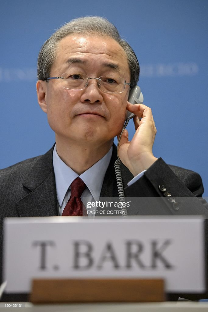 South Korean Trade minister Bark Taeho gestures during a press confrence following his earing on his bid to become the new World Trade Organization (WTO) general director on January 31, 2013 at the World Trade Organization (WTO) headquarters in Geneva. WTO is interviewing nine candidates to replace Pascal Lamy as director general. The WTO's 158 member countries is to make its decision known by May 31. AFP PHOTO / FABRICE COFFRINI