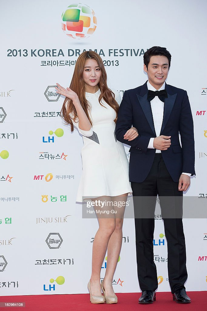 South Korean TV personality Oh Sang-Jin (R) and Subin of girl group Dal Shabet arrive for photographs at 2013 Korea Drama Awards at Jinju Arena on October 02, 2013 in Jinju, South Korea.