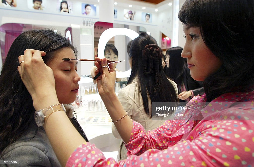 South Korean woman receives a makeover at the Seoul International Cosmetics and Beauty Expo 2005 on March 25 2005 in Seoul South Korea The cosmetics...