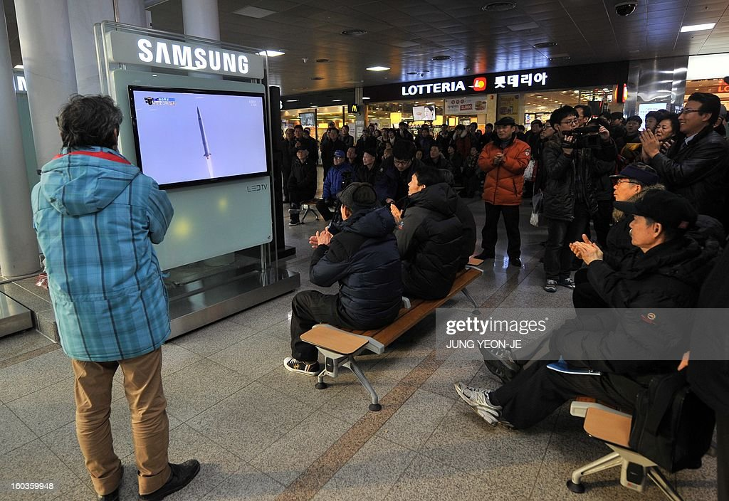 South Koreans watch a live footage of South Korea's third attempt of a rocket launch, at a railway station in Seoul on January 30, 2013 as the 140-tonne Korea Space Launch Vehicle (KSLV-I) blasted off at 4:00 pm (0700 GMT) from the Naro Space Center on the south coast. South Korea launched a rocket on January 30 in its third bid to put a satellite in orbit -- a high-stakes challenge to national pride after rival North Korea succeeded in the same mission last month. AFP PHOTO / JUNG YEON-JE