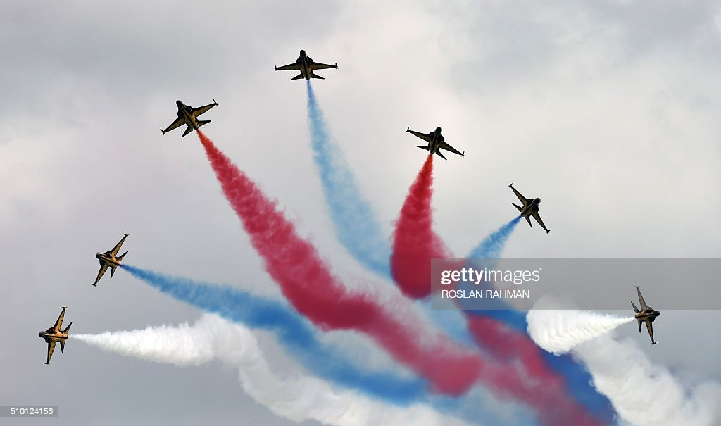 South Korea's Black Eagles aerobatics team perform an aerial display during a preview at the Singapore Airshow at Changi exhibition center in Singapore on February 14, 2016. The Singapore Airshow 2016 begins on February 16 to 21. AFP PHOTO / ROSLAN RAHMAN / AFP / ROSLAN RAHMAN