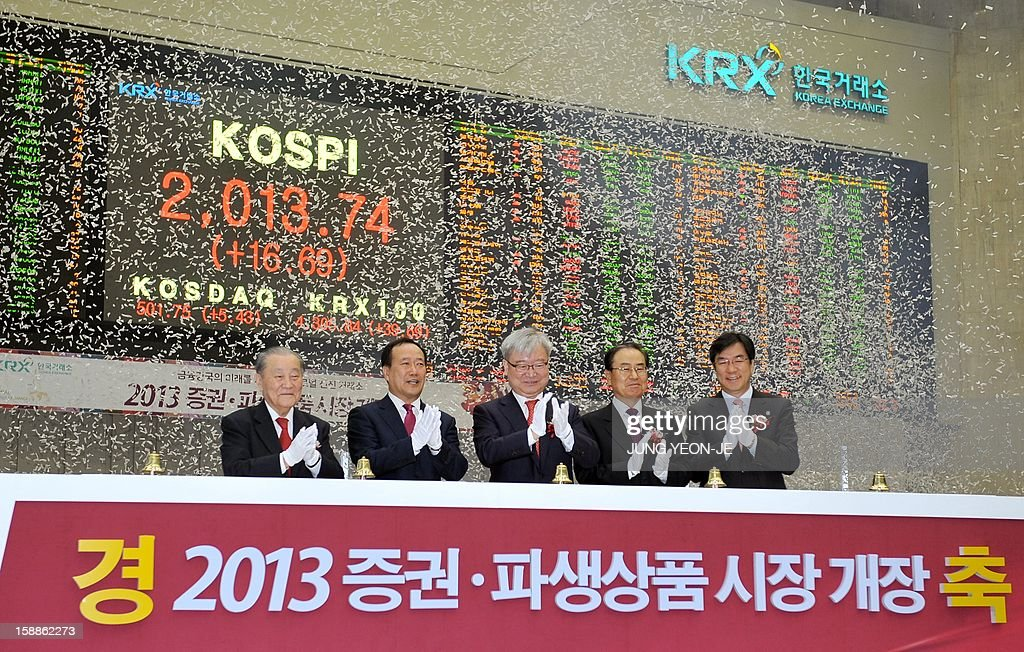 South Korea's Financial Services Commission chairman Kim Seok-Dong (C) and officers celebrate the New Year opening of the stock market at the Korea Exchange in Seoul on January 2, 2013. The benchmark Korea Composite Stock Price Index (KOSPI) gained 15.5 points, or 0.78 percent, to 2,012.55 in the first 15 minutes of trading. AFP PHOTO / JUNG YEON-JE