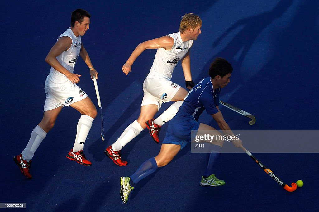 South Korea's Hyun Hye Sung dribbles past New Zealand players during a third place playoff match at the Sultan Azlan Shah Cup men's field hockey...