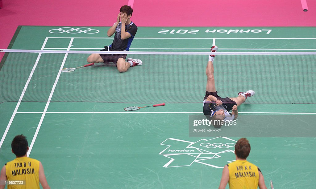 South Korea's Lee Yong Dae (L) and Chung Jae Sung celebrate their victory over Koo Kien Keat and Tan Boon Heong of Malaysia during the bronze medal men's doubles badminton match at The London 2012 Olympic Games in London on August 5, 2012. South Korea won the match 23-12, 21-10.