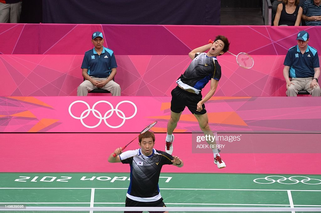 South Korea's Lee Yong Dae (R) plays a return next to his partner Chung Jae Sung (L) during the bronze medal men's doubles badminton match against Koo Kien Keat and Tan Boon Heong of Malaysia at The London 2012 Olympic Games in London on August 5, 2012. South Korea won the match 23-12, 21-10.