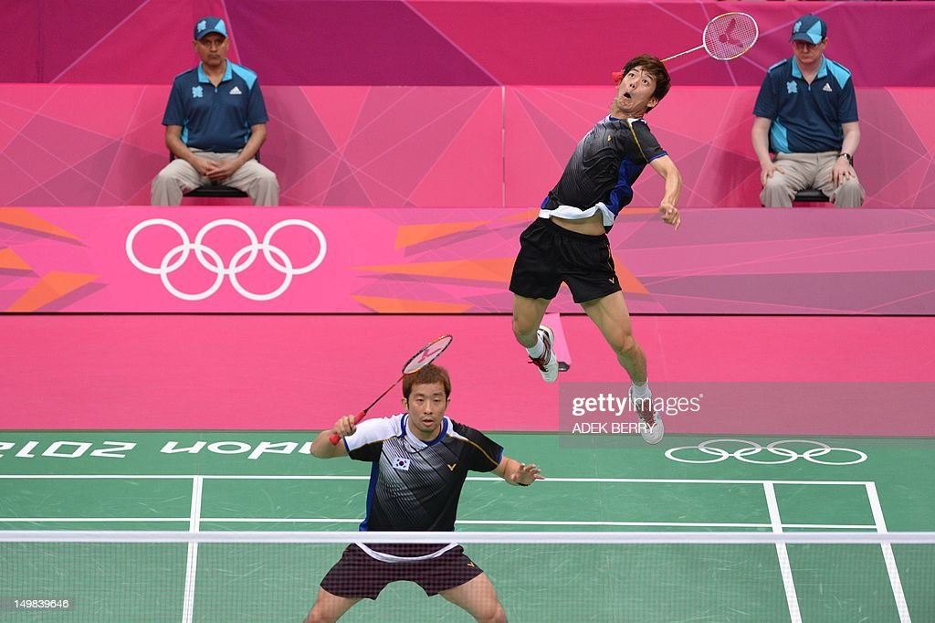 South Korea's Lee Yong Dae (R) plays a return next to his partner Chung Jae Sung (L) during the bronze medal men's doubles badminton match against Koo Kien Keat and Tan Boon Heong of Malaysia at The London 2012 Olympic Games in London on August 5, 2012. The South Korean pair won the match 23-12, 21-10.