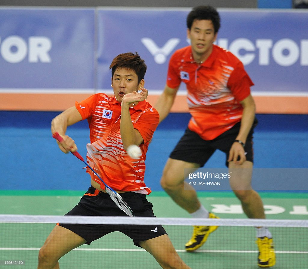 South Korea's Lee Yong-Dae (L) and Ko Sung-Hyun play a shot during their men's doubles badminton match against Koo Kien Keat and Tan Boon Heong of Malaysia during the semi-finals of the Korea Open at Seoul on January 12, 2013. Lee Yong-Dae and Ko Sung-Hyun won the match 21-17, 21-11.