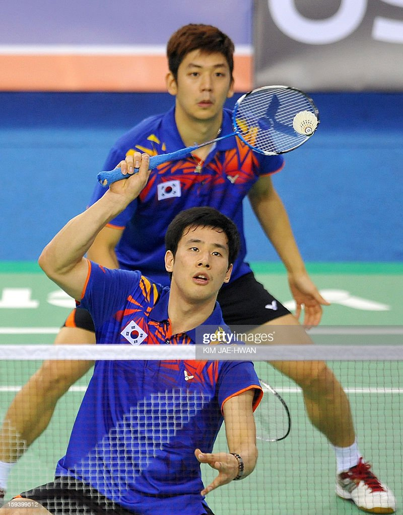 South Korea's Lee Yong-Dae (front) and Ko Sung-Hyun (back) play a shot during their men's doubles badminton match against Mathias Boe and Carsten Mogensen of Denmark during the finals of the Korea Open at Seoul on January 13, 2013. Lee Yong-Dae and Ko Sung-Hyun won the match 19-21, 21-13, 21-10. AFP PHOTO / KIM JAE-HWAN