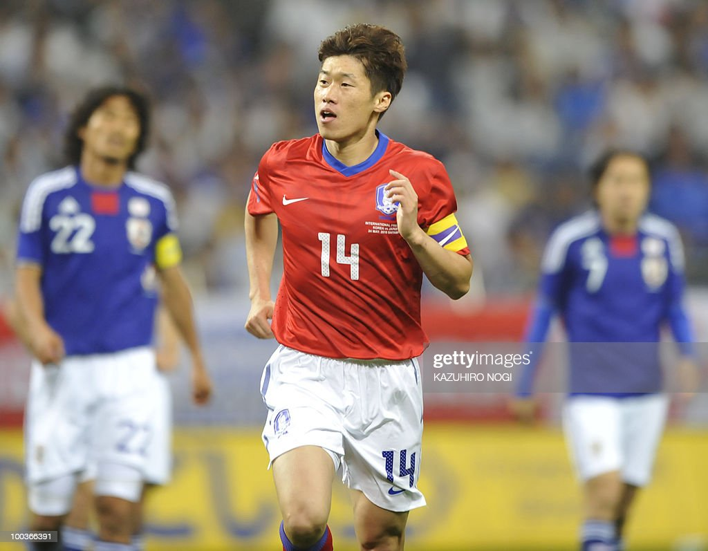 South Korea's midfielder Park Ji-Sung (C) reacts after scoring his team's first goal against Japan during their international friendly football match at Saitama Stadium, suburban Tokyo, on May 24, 2010. AFP PHOTO/Kazuhiro NOGI