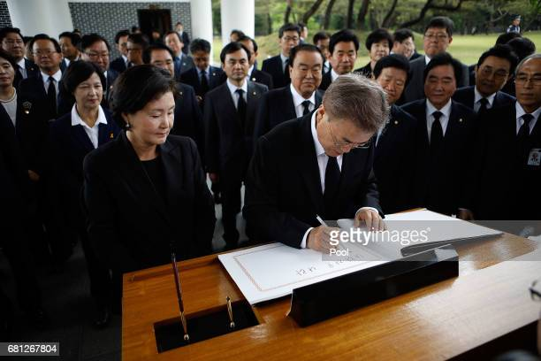 South Korea's new President Moon JaeIn writes in a visitor's book at National Cemetery on May 10 2017 in Seoul South Korea Moon Jaein of Democratic...