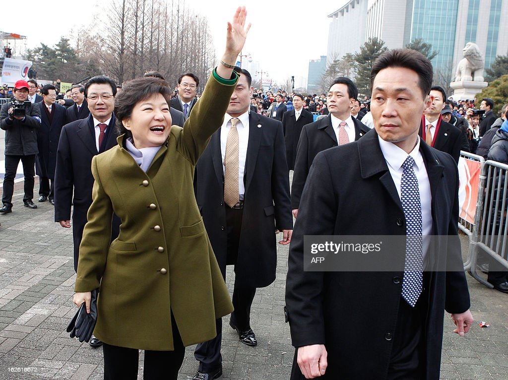 South Korea's new President Park Geun-Hye (L) waves after her inauguration ceremony at parliament in Seoul on February 25, 2013. Park Geun-Hye became South Korea's first female president on February 25, vowing zero tolerance with North Korean provocation and demanding Pyongyang 'abandon its nuclear ambitions' immediately. AFP PHOTO / POOL / Kim Hong-Ji