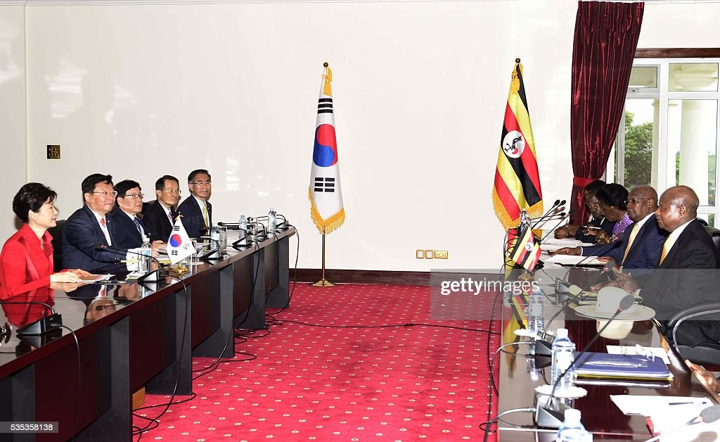 South Korea's President Park Geun-Hye (L) and her delegation meet Uganda's President Yoweri Museveni (R) at State House in Entebbe, on May 29, 2016. Museveni vowed to cut military and security ties with North Korea in line with UN sanctions imposed following Pyongyang's nuclear and missile tests, a Seoul official said on May 29. / AFP / -