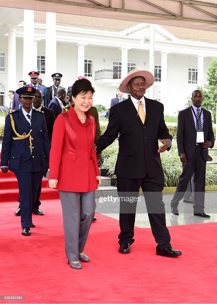 South Korea's President Park Geun-Hye (L) and Uganda's President Yoweri Museveni (L) meet at State House in Entebbe, on May 29, 2016. Museveni vowed to cut military and security ties with North Korea in line with UN sanctions imposed following Pyongyang's nuclear and missile tests, a Seoul official said on May 29. / AFP / -