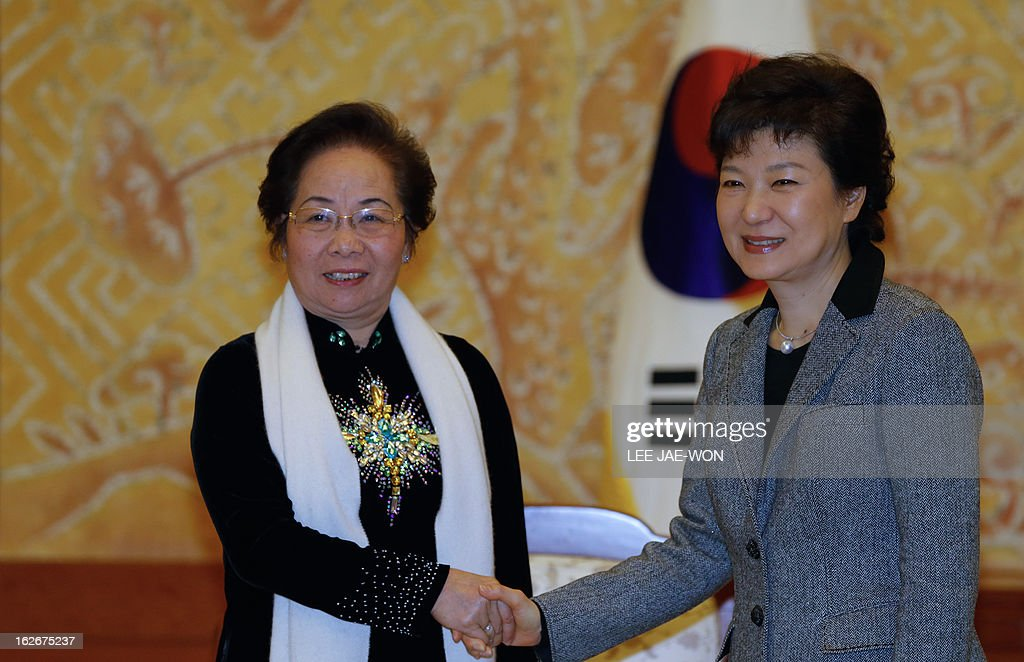 South Korea's President Park Geun-Hye (R) and Vietnam's Vice President Nguyen Thi Doan pose before their talks at the presidential Blue House in Seoul on February 26, 2013. Park Geun-Hye became South Korea's first female president Monday, vowing zero tolerance with North Korean provocation and demanding Pyongyang 'abandon its nuclear ambitions' immediately. AFP PHOTO / POOL / Lee Jae-Won