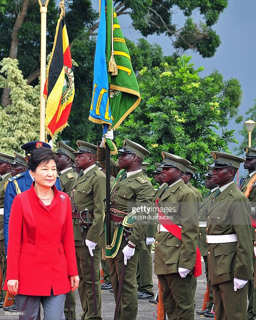 South Korea's President Park Geun-Hye inspects of a guard of honour of the Uganda People's Defence Force (UPDF), at State House in Entebbe, on May 29, 2016. Museveni vowed to cut military and security ties with North Korea in line with UN sanctions imposed following Pyongyang's nuclear and missile tests, a Seoul official said on May 29. / AFP / Peter BUSOMOKE