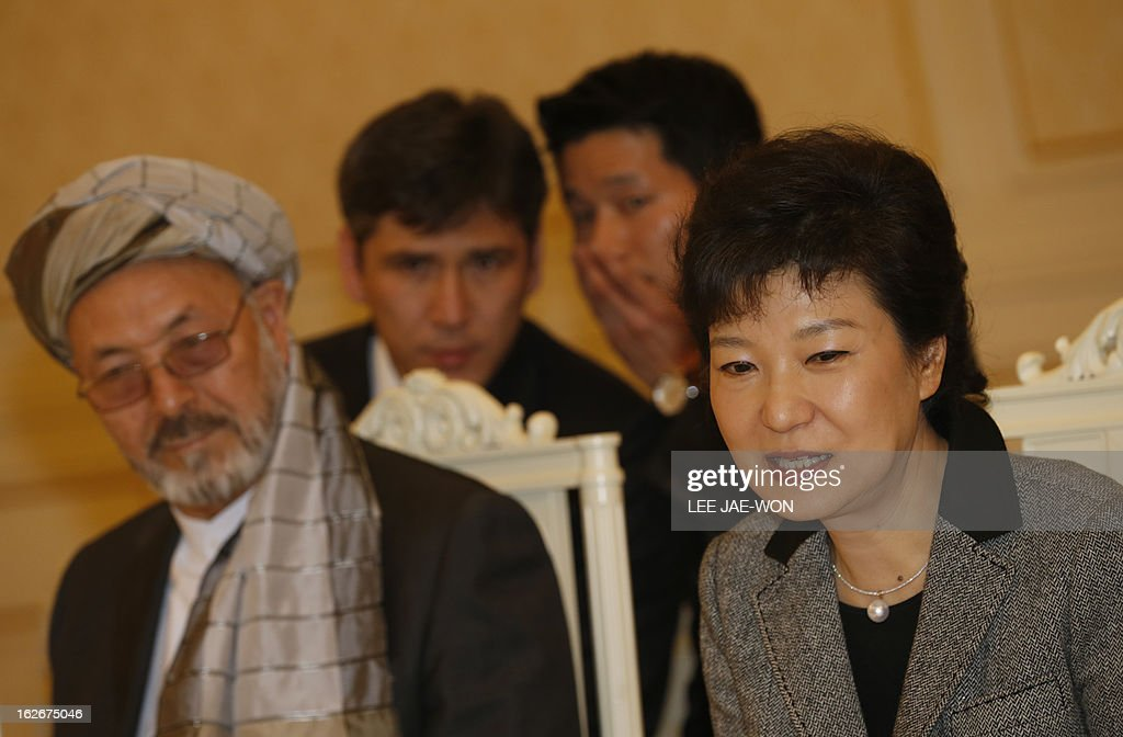 South Korea's President Park Geun-hye speaks during a meeting with Karim Khalili (L), vice president of Afghanistan, and other visiting officials as official interpreters talk behind them at the presidential Blue House in Seoul February 26, 2013. Park Geun-Hye became South Korea's first female president on February 25, vowing zero tolerance with North Korean provocation and demanding Pyongyang 'abandon its nuclear ambitions' immediately. AFP PHOTO / Lee Jae-Won / POOL