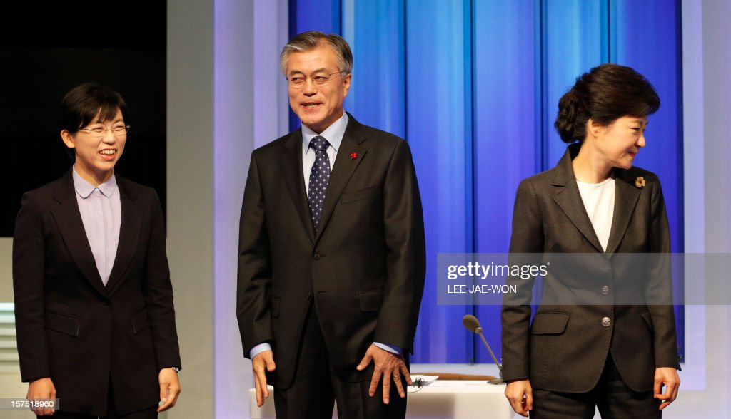 South Korea's presidential candidates (L-R), Lee Jung-Hee of the opposition Unified Progressive Party, Moon Jae-In of the main opposition Democratic United Party and Park Geun-Hye of the ruling Saenuri Party prepare for a televised debate in Seoul on December 4, 2012. Conservative and right wing Park who is the daughter of late South Korean military dictator Park Chung-hee and the former human rights lawyer Moon, participated in a debate over security policy as North Korea readied a rocket launch that is timed to coincide with the South's presidential election. AFP PHOTO / POOL