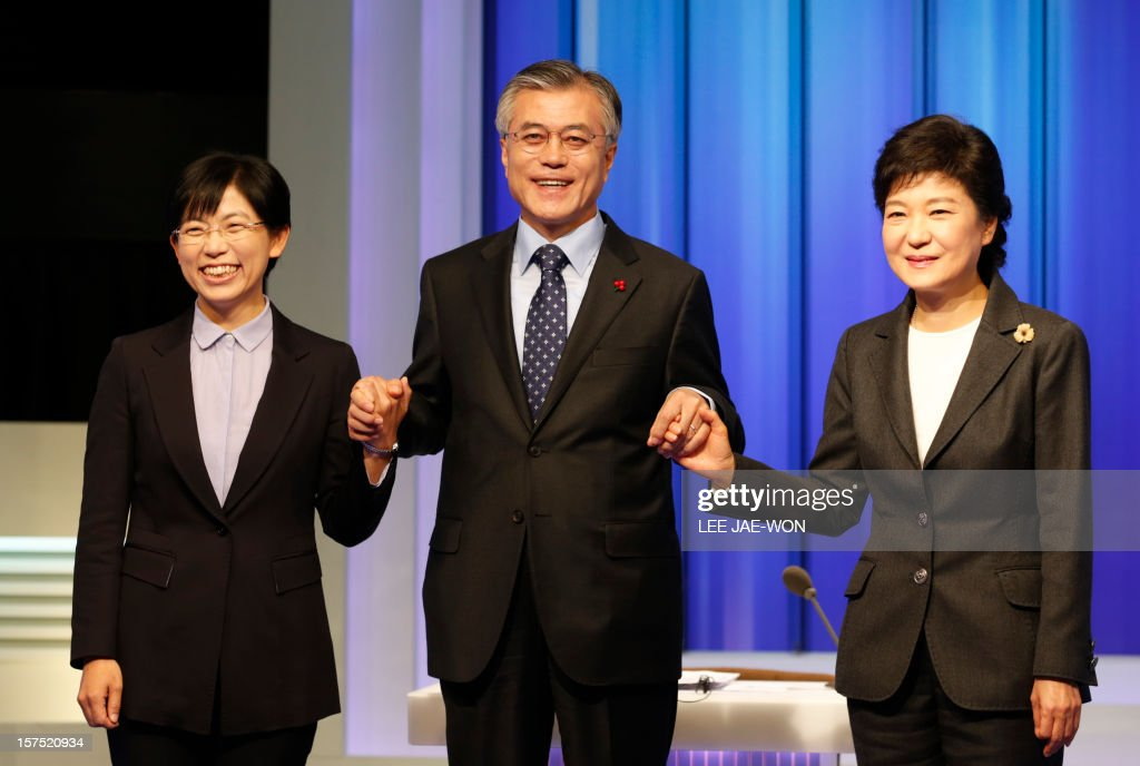 South Korea's presidential candidates (L-R), Lee Jung-Hee of th eopposition Unified Progressive Party, Moon Jae-In of the main opposition Democratic United Party and Park Geun-Hye of the ruling Saenuri Party pose before a televised debate in Seoul on December 4, 2012. Conservative and right wing Park who is the daughter of late South Korean military dictator Park Chung-hee and the former human rights lawyer Moon, participated in a debate over security policy as North Korea readied a rocket launch that is timed to coincide with the South's presidential election.