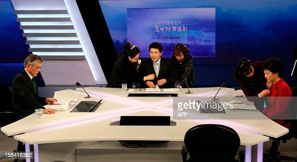 South Korea's presidential candidates Park Geunhye of ruling Saenuri Party and Moon Jaein of Democratic United Party wait for a final televised...