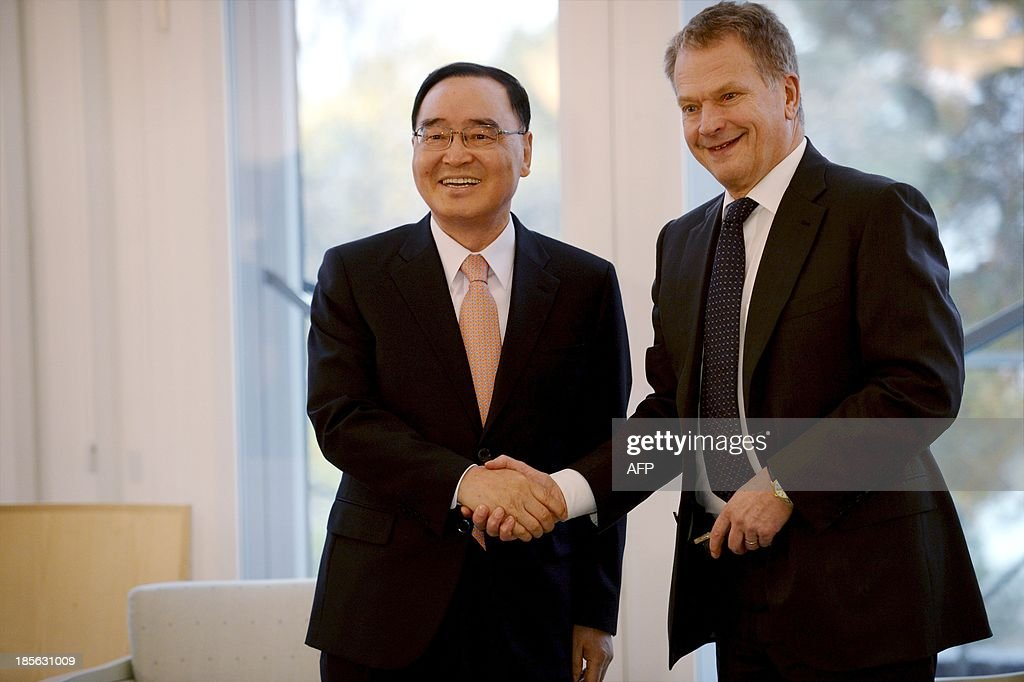 South Korea's Prime Minister Chung Hong-won (L) and Finnish President Sauli Niinistoe shake hands during a meeting at the presidential residence Maentyniemi in Helsinki, Finland on October 23, 2013.