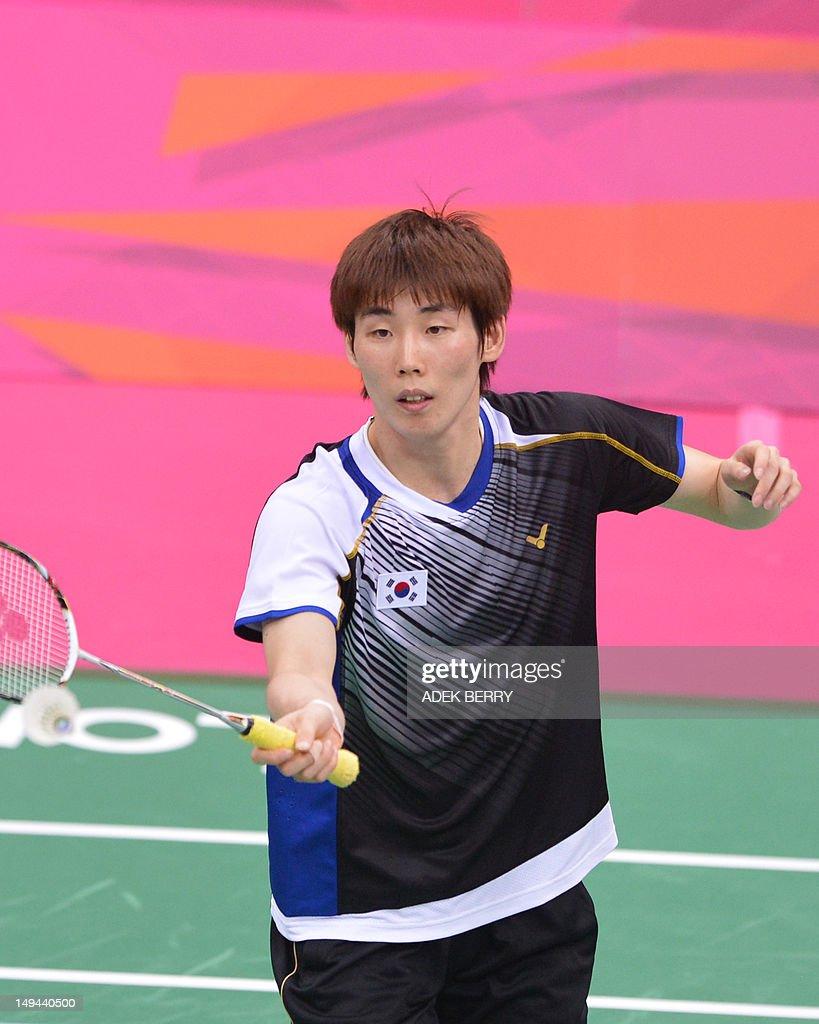 South Korea s Son Wan Ho returns the shu
