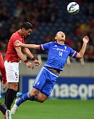 South Korea's Suwon Bluewings forward Chong TeSe fights for the ball with Japan's Urawa Reds defender Tomoaki Makino during the AFC champions league...