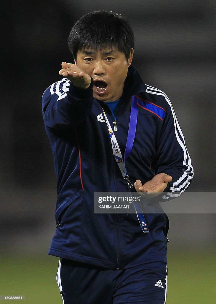 South Korea's Suwon Samsung Bluewings coach Yoon Sung-Hyo attends their game against Qatar Al Sadd's during their semi-final football match in the AFC Champions League in Doha, on October 26, 2011. Suwon Samsung Bluewings won the match 1-0.