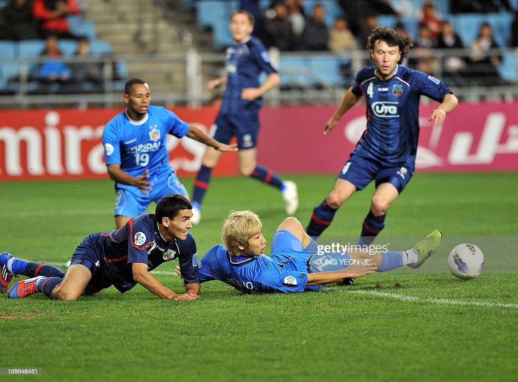South Korea's Ulsan Hyundai forward Lee Keun-Ho (R bottom) vies for the ball with Uzbekistan's Bunyodkor defender Shorakhmedov Akmal (L bottom) during the AFC Champions League semi final match in Ulsan, about 300 kms southeast of Seoul, on October 31, 2012. South Korea's Ulsan Hyundai reached their first ever AFC Champions League final after they weathered an early onslaught to beat Bunyodkor 2-0 for a 5-1 aggregate win.