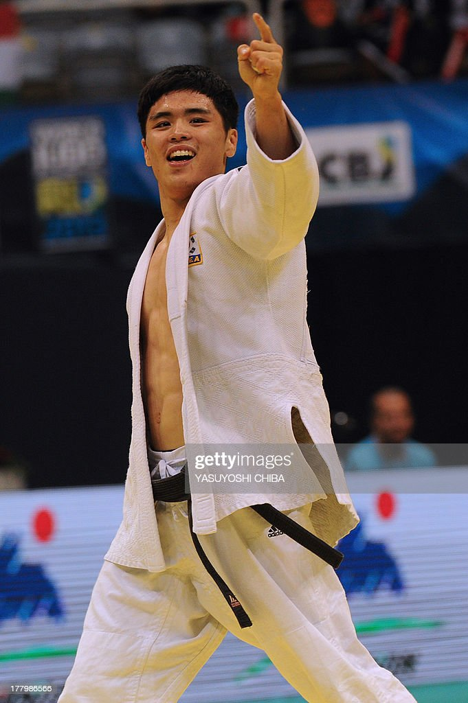 South Korea's Won Jin Kim celebrates after defeating Azerbaijan's Orkhan Safarov in the Men's 60kg category of the IJF World Judo Championship in Rio de Janeiro, Brazil, on August 26, 2013.