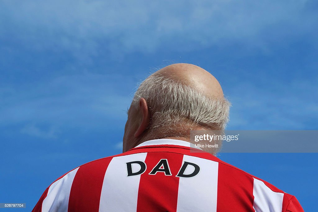 A Southampton fans sports 'DAD' on his shirt prior to the Barclays Premier League match between Southampton and Manchester City at St Mary's Stadium on May 1, 2016 in Southampton, England.