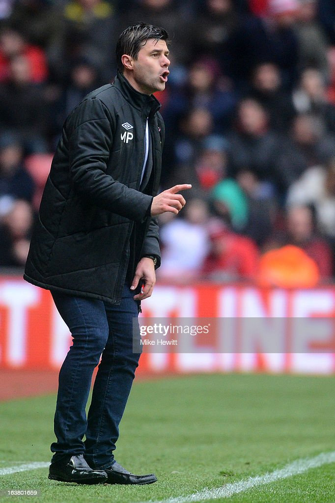 Southampton manager Mauricio Pochettino gives instructions during the Barclays Premier League match between Southampton and Liverpool at St Mary's Stadium on March 16, 2013 in Southampton, England.