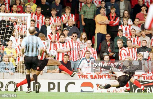 FEATURE Southampton v Manchester United Southampton's Carlton Palmer tries to block the shot from Manchester United Jordi Cruyff in vain as United go...