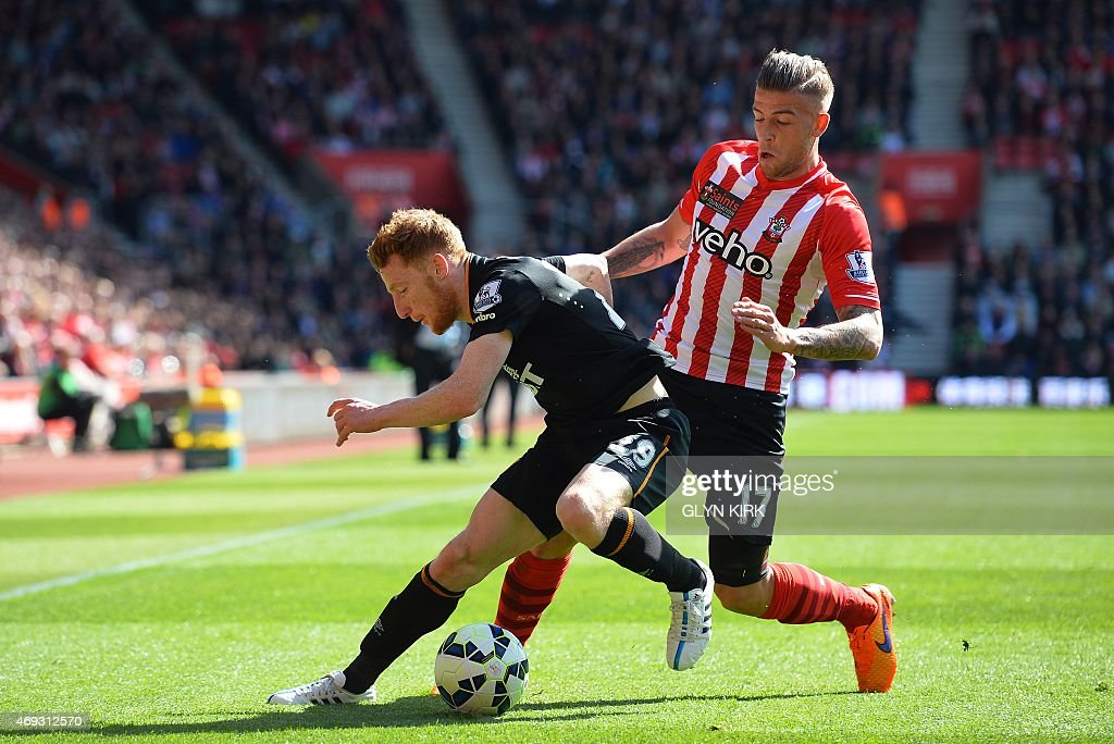 Southampton's Belgian defender <a gi-track='captionPersonalityLinkClicked' href=/galleries/search?phrase=Toby+Alderweireld&family=editorial&specificpeople=653048 ng-click='$event.stopPropagation()'>Toby Alderweireld</a> (R) vies with Hull City's Republic of Ireland midfielder <a gi-track='captionPersonalityLinkClicked' href=/galleries/search?phrase=Stephen+Quinn+-+Soccer+Player&family=editorial&specificpeople=622061 ng-click='$event.stopPropagation()'>Stephen Quinn</a> (L) during the English Premier League football match between Southampton and Hull City at St Mary's Stadium in Southampton, southern England on April 11, 2015. AFP PHOTO / GLYN KIRK RESTRICTED TO EDITORIAL USE. No use with unauthorized audio, video, data, fixture lists, club/league logos or live services. Online in-match use limited to 45 images, no video emulation. No use in betting, games or single club/league/player publications.