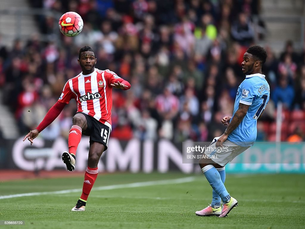 Southampton's Dutch-born Curacao midfielder Cuco Martina (L) controls the ball by Manchester City's English midfielder Raheem Sterling during the English Premier League football match between Southampton and Manchester City at St Mary's Stadium in Southampton, southern England on May 1, 2016. / AFP / BEN STANSALL / RESTRICTED TO EDITORIAL USE. No use with unauthorized audio, video, data, fixture lists, club/league logos or 'live' services. Online in-match use limited to 75 images, no video emulation. No use in betting, games or single club/league/player publications. /