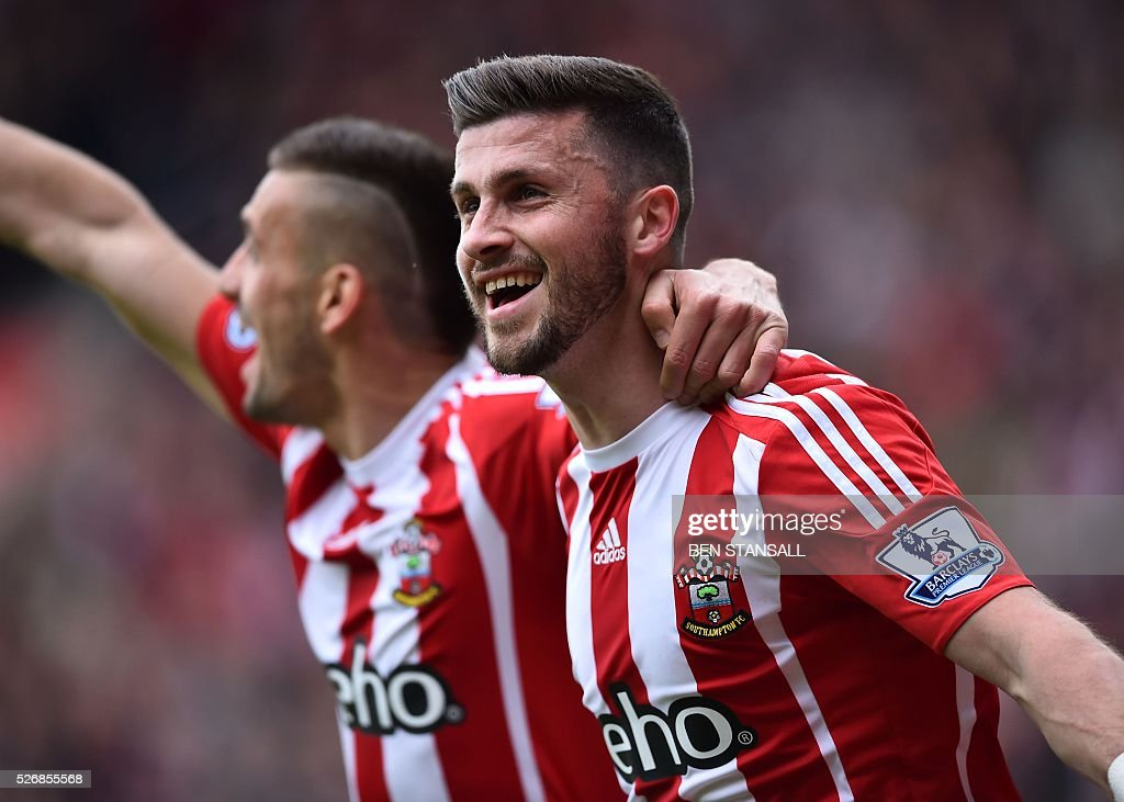 Southampton's Irish striker Shane Long (R) celebrates after scoring during the English Premier League football match between Southampton and Manchester City at St Mary's Stadium in Southampton, southern England on May 1, 2016. / AFP / BEN STANSALL / RESTRICTED TO EDITORIAL USE. No use with unauthorized audio, video, data, fixture lists, club/league logos or 'live' services. Online in-match use limited to 75 images, no video emulation. No use in betting, games or single club/league/player publications. /