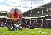 Southampton's Italian striker Graziano Pelle scores past Newcastle United's English goalkeeper Karl Darlow during the English Premier League football...