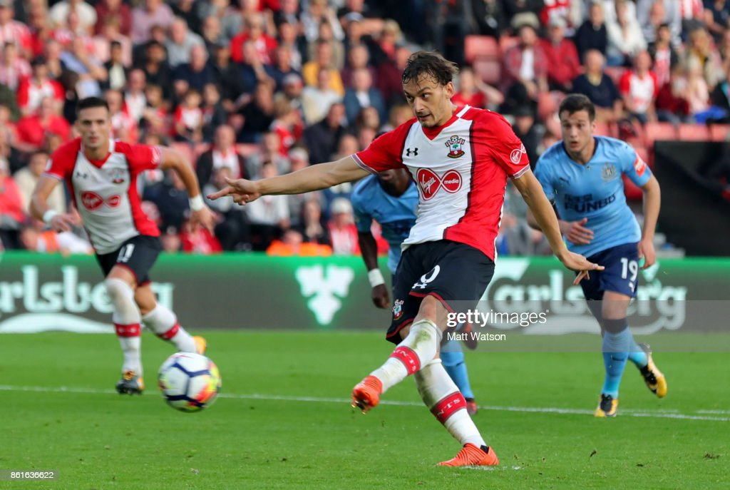 Southampton's Manolo Gabbiaidini scores from the penalty spot during the Premier League match between Southampton and Newcastle United at St Mary's Stadium on October 15, 2017 in Southampton, England.
